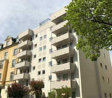 Top Lage mit Parkett, Einbauküche und sonnigem Balkon im Rückgebäude