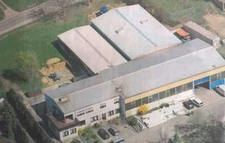 Gewerbeobjekt mit Bürogebäude