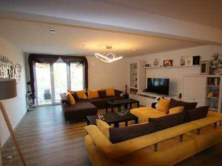 Freundliche 3-Zimmer-Penthouse-Wohnung mit Balkon und EBK in Schwabmünchen