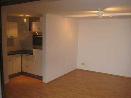2 Zi-Wohnung schöne Lage 8 AutoMin.z.City 595,- € neu renov.,Terrasse