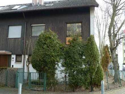 Reiheneckhaus mit Terrasse, Garten u. Stellplatz in F-Nied