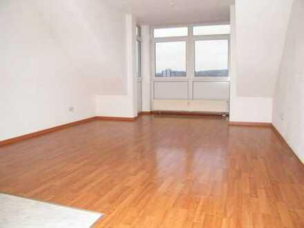 Tolle 2 Raum-Dachgeschoss-Wohnung mit Fahrstuhl und Bad mit Fenster!!!