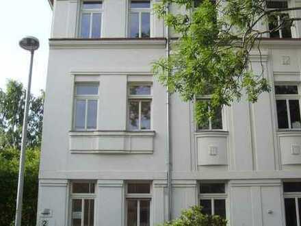 3 Zi. Wohnung m. Balkon u. EBK, WG-geeignet