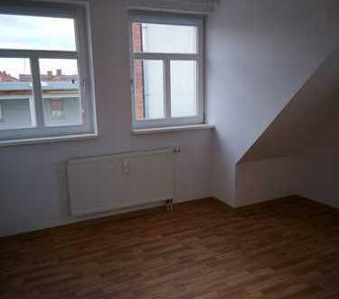 Frei ab sofort... 2-Raum-Dachgeschosswohnung (Aufzug, ebenerdig) mit Balkon