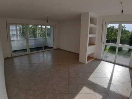 3-Zimmer-Wohnung mit Balkon, Einbauküche und Aufzug in Königsbrunn