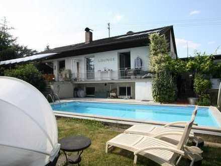 Sehr schöner Bungalow teilrenoviert mit Schwimmbad und herrlichem Grundstück in Reichertshofen