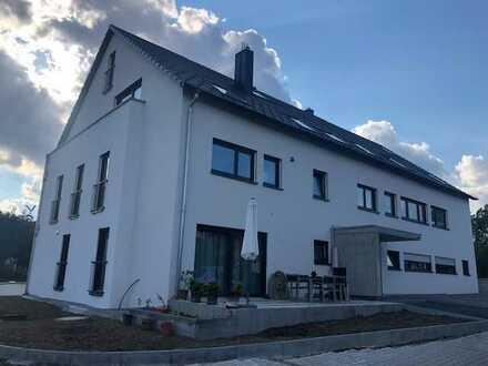 Exclusiver -Erstbezug: 2,5-Zimmer-Maisonette-Wohnung mit EBK, TG u. Balkon in Weil im Schönbuch