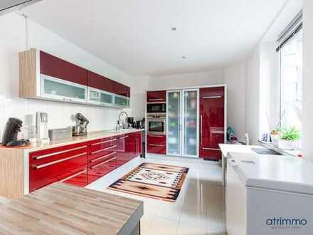 Sanierte 4-Zimmer-Wohnung mit dem Charme eines EFH, viel Potenzial im privaten Innenhof und Keller