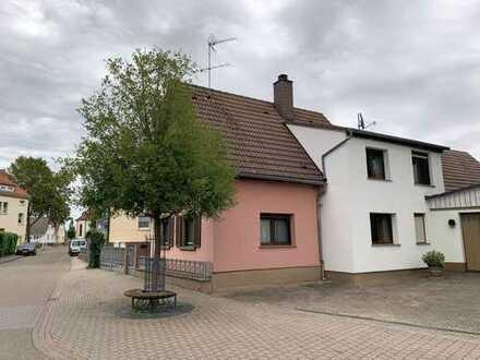 Nettes, älteres Häuschen mit Nebengebäuden und Garten zu verkaufen