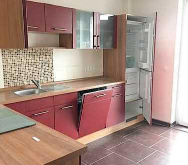 4-Raum-Whg_ca. 113 m²_Balkon_Einbauküche_Kaminofen_Altbau_Bad mit Eckbadewanne und Dusche_Keller_Hof