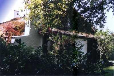 Ortsrand-Aussichtslage: Landhaus-Bungalow unter alten Bäumen