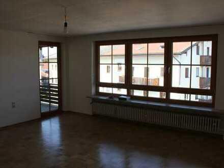 Modernisierte 4-Zimmer-Wohnung mit Balkon in Vogtareuth