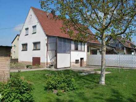 ***RESERVIERT*** renovierungsbedürftige Doppelhaushälfte mit ganz besonderem Flair