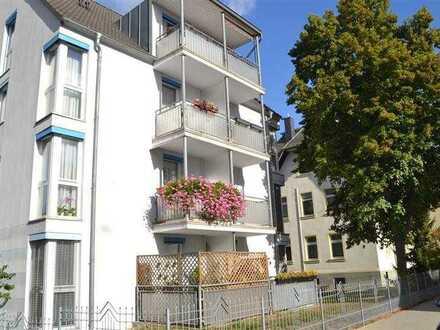 Moderne Wohnung mit vorbereiteter Einbauküche in etwa 20 Jahre jungem Haus