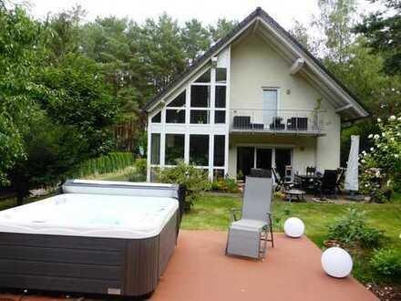 Traumhaus auf Sonnengrundstück mit allen Raffinessen zum Glücklich sein in Fichtenwalde!