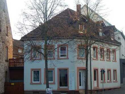 Ortsbild prägendes Anwesen mit Charme