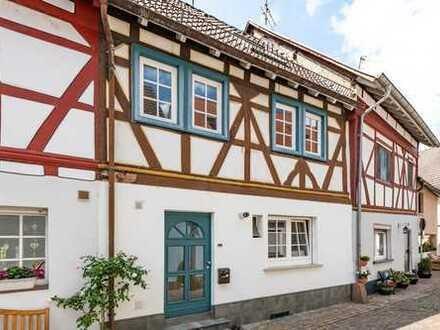 Seligenstadt: Charmantes, gemütliches Fachwerkhaus mit Balkon im ruhigen & beliebten Altstadtkern