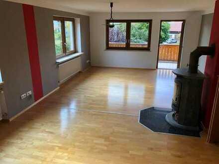 Geräumige, gepflegte 4,5-Zimmer-Wohnung mit gehobener Innenausstattung in Günzenhausen
