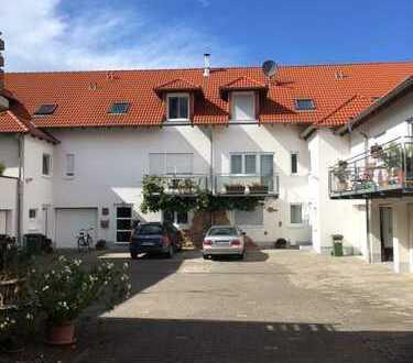 Gepflegte 5-Zimmer-Maisonette-Wohnung mit Balkon, Terrasse und Garten
