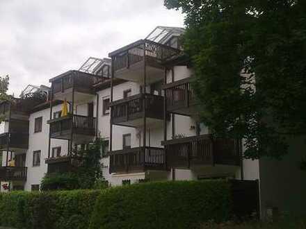Exklusive, geräumige und modernisierte 1-Zimmer-Wohnung mit Balkon und EBK in Rosenheim