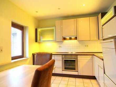 Zink Immobilien: 3 Zimmer-Haus mit Balkon, Einbauküche und Stellplatz