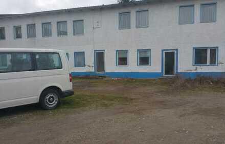 Gute Lage - mit Bettenhaus und 3 Gewerbe-Hallen auf großem Grundstück