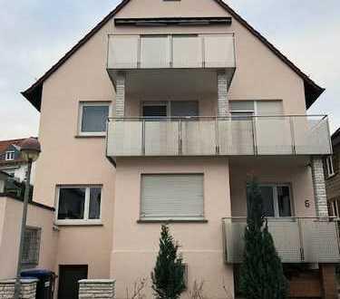 Exklusive 3-Zimmer-Dachgeschosswohnung mit Balkon in Altbach +ausbaubare Bühne