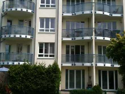 Schmuckstück: hochwertige 2-Zimmer-Komfortwohnung mit Balkon und EBK in Köln-Rodenkirchen