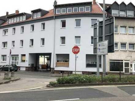 neuwertige 3 Zimmer 100 qm Wohnung in Hanau Stadt mit Balkon