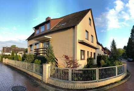 Helle, kleine gepflegte 3 Zimmer-DG-Wohnung mit Balkon und EBK in Hannover Bothfeld/Sallkamp