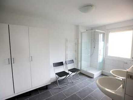 Nette 4er WG sucht dich :) Helle Zimmer in kernsaniertem Haus