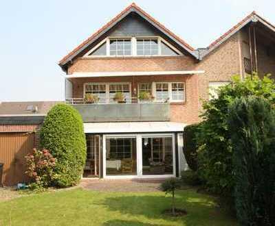 Wunderschönes 3 Familienhaus mit Einbauküchen und Garage in MG-Hardterbroich !