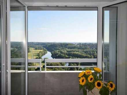 Hoch hinaus! Ca. 133 m² große, stylische Wohnung mit Wahnsinns-Blick, Schwimmbad u. Sauna in Steele