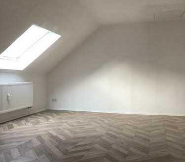 Schöne, vollständig renovierte 2,5-Zimmer-Dachgeschosswohnung in Dortmund