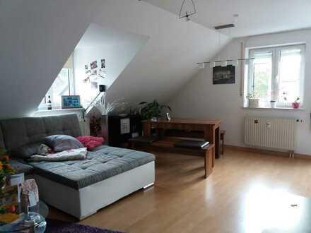gepflegte 3-Zimmer-Dachgeschosswohnung mit Balkon und EBK in Schrobenhausen
