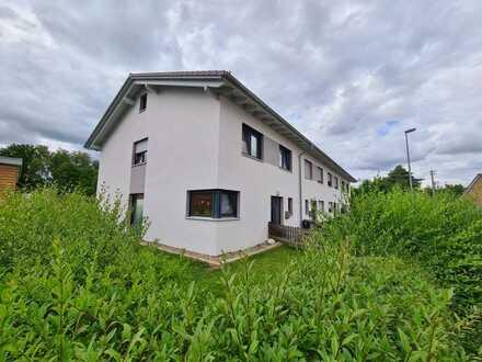Naturnahe Randlage in Wilhelmsdorf - Reihenmittelhaus in moderner Architektur