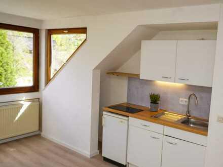Schöne , vollständig renovierte 1-Zimmer-Dachgeschosswohnung mit EBK in Villingen-Schwenningen