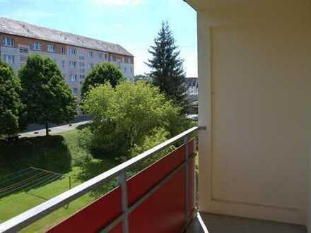 Gepflegte und vermietete Kapitalanlage - Hochwertig renoviert mit Balkon und Stellplatz - Prov.-F...