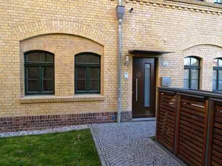 Exklusive Wohnung mit 5 Zimmern auf 2 Etagen *Terrasse // *Garten // *3 Bäder