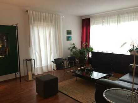 Gepflegte 4,5 Zimmer-Erdgeschoßwohnung in Terrassenwohnanlage, ideal auch für Münchenpendler