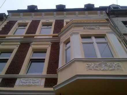 Schöne und helle Wohnung in renoviertem Jugendstilhaus in Rheinnähe
