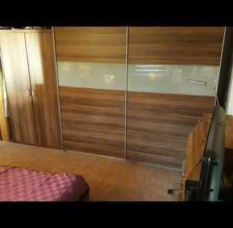 Vollständig renovierte 2-Raum-DG-Wohnung mit Balkon und Einbauküche in Murrhardt