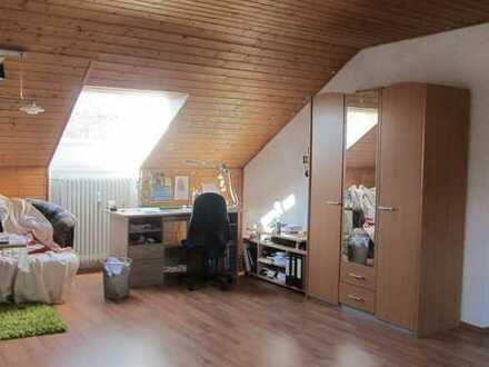 Modernisierte 1-Zimmer-DG-Wohnung mit EBK in Pirmasens