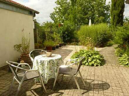 Mitte September: Großzügige, möbl. 2 Zi-Einlieger-Whg mit Wohnküche, Duschbad, Terrasse in Lichtenau