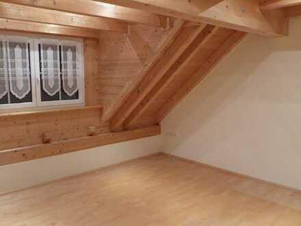 Hochwertige 2,5-Raum-DG-Wohnung mit Einbauküche und Garage in Dinkelscherben