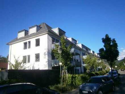Traumhaft schöne 3 ZKBBT Wohnung mit 2 TG-Stellplätzen