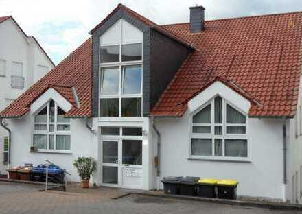 -- Moderne 3-Zi-Dachgeschoss-Wohnung mit Balkon in guter Wohnlage --