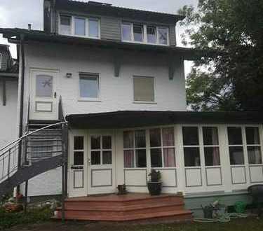 Stilvolle, geräumige und sanierte 3-Zimmer-Maisonette-Wohnung mit Balkon und EBK in Bad Aibling