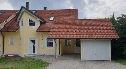 gepflegte und großzügige Doppelhaushälfte mit Garage und Carport in ruhiger Lage