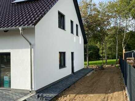Erstbezug: schöne 4-Zimmer-Doppelhaushälfte in Reichenwalde*3km vom See
